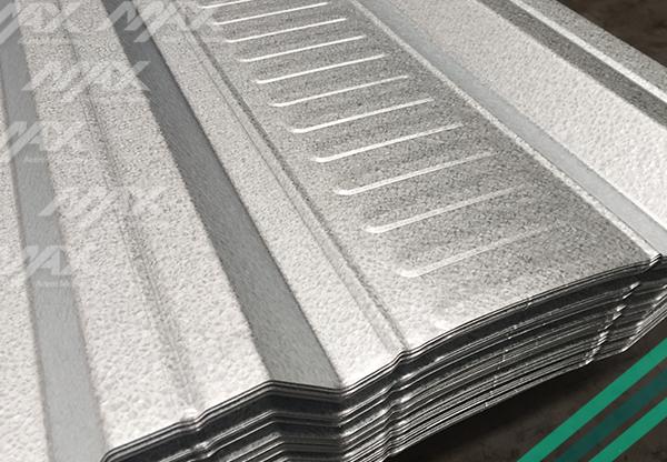 Lámina recubierta de zinc y aluminio, elaborada con acero Ternium.