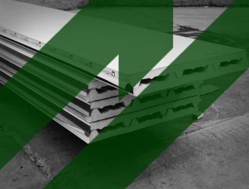 Un panel de acero se sostiene en una estructura metálica y se ensambla con sus materiales pares con facilidad. Contamos con entregas a todo México.